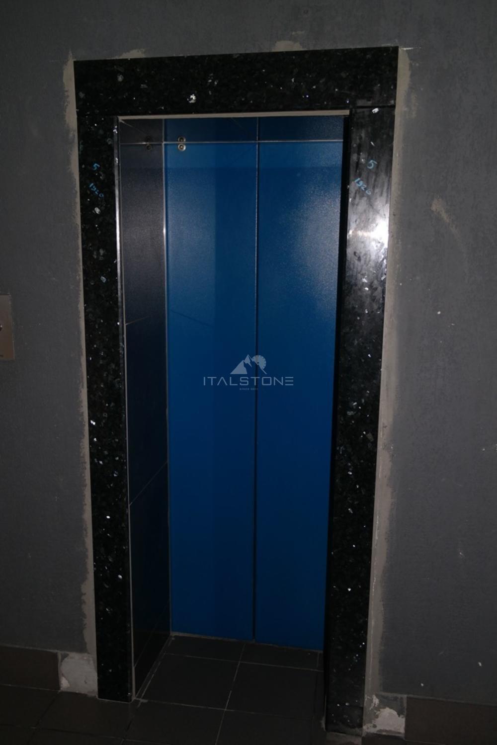 Лифтовые порталы в бизнес центр «Кварц» из норвежского гранита Labrador Emerald perl