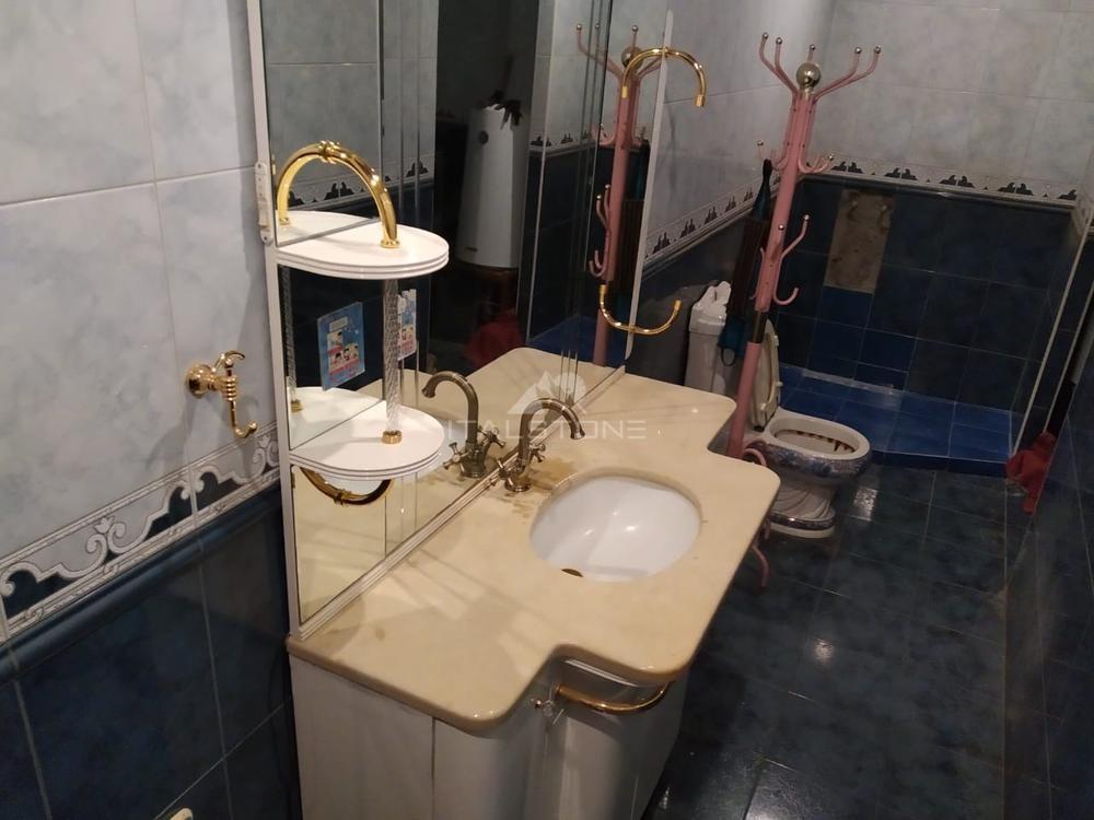 Столешница в ванную из мрамора Marfil
