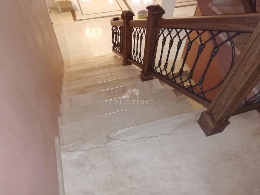 Лестница из мрамора Breccia Sardo
