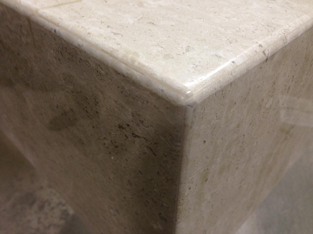 Камин из итальянского мрамора Breccia Sardo, поселок Куйвози