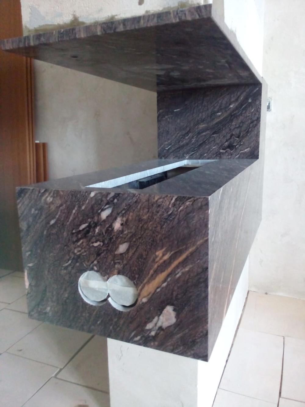 Камин из мрамора Cippollino Ondulato
