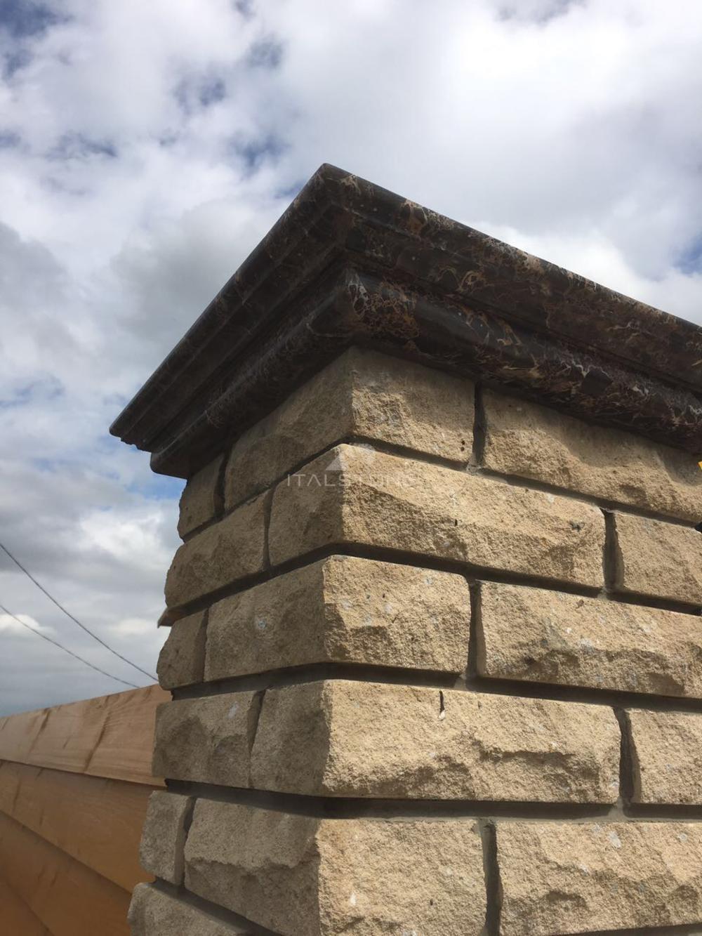 Крышки на столбы для забора из испанского мрамора Emperador