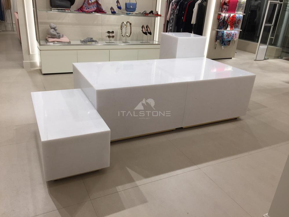 Кубы из белого мрамора в магазин Erarta Grane Palace
