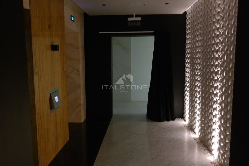 Лифтовые порталы из Травертина Голд, башня Лидер Групп 46 этаж