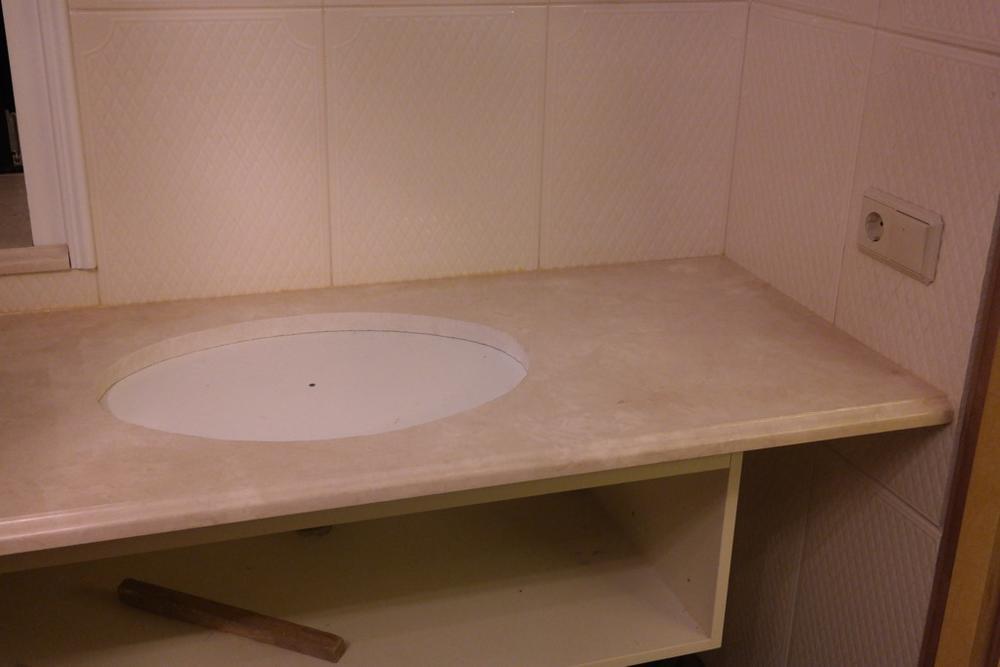 Столешница в ванную из Crema Marfil Extra