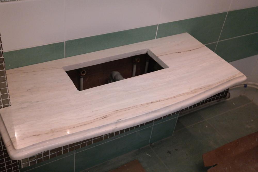 Столешница в ванную из итальянского мрамора Palissandro Classico