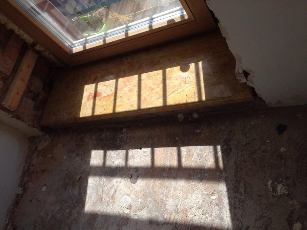 Подоконник и порог из итальянского мрамора Giallo Reale Rosato