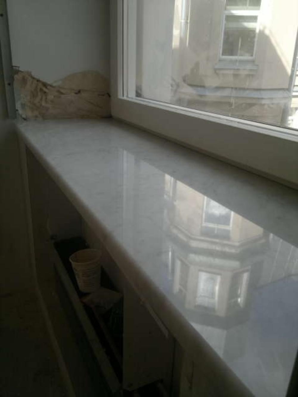 Подоконники из белого итальянского мрамора Bianco Carrara