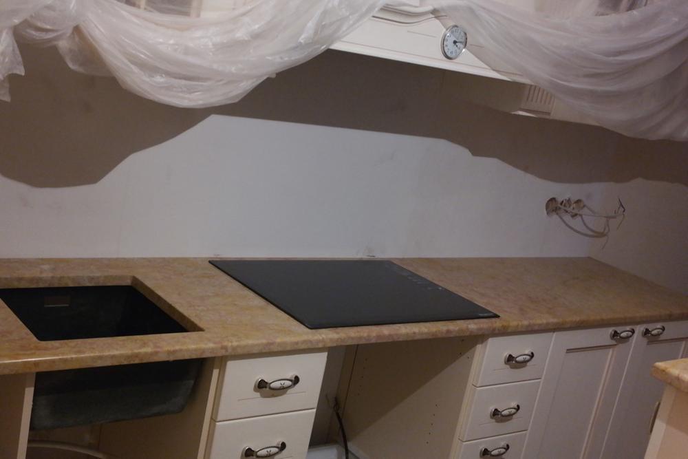 Столешница на кухню из итальянского мрамора Giallo Reale Rosato