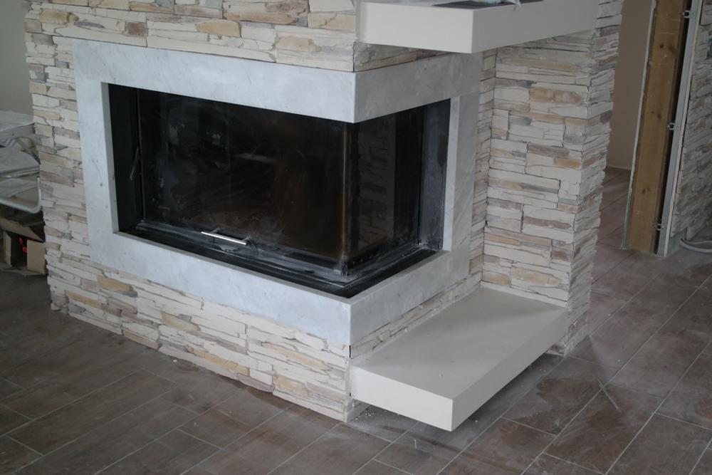 Облицовка камина из мрамора Bianco Carrara