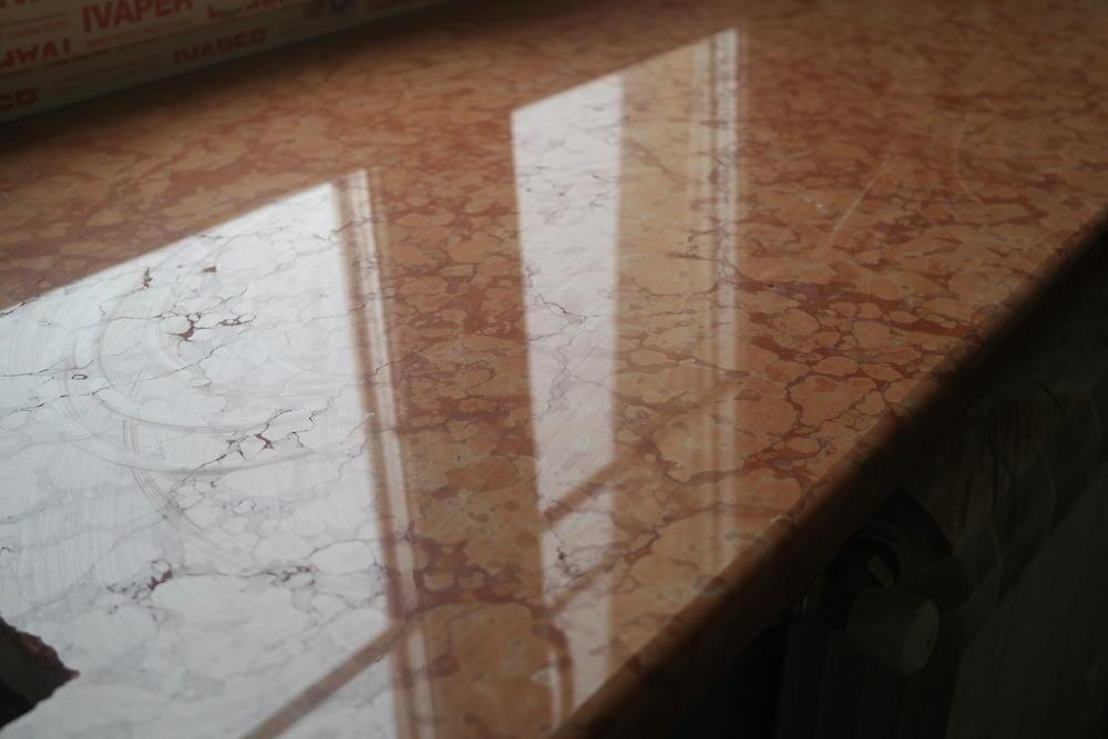 Подоконники из  мрамора Breccia Sardo и Rosso Verona