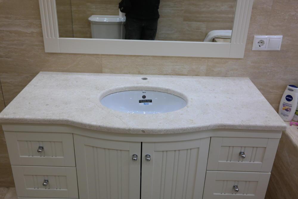 Столешница в ванную из мрамора Breccia Sardo Venatino