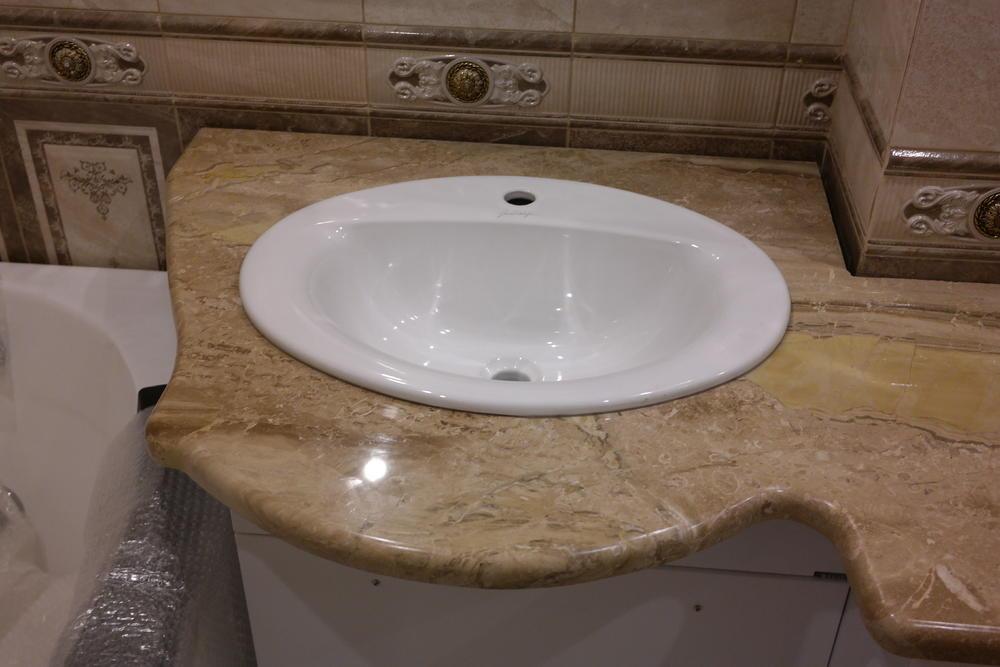 Столешница в ванную из мрамора Breccia Oniciata