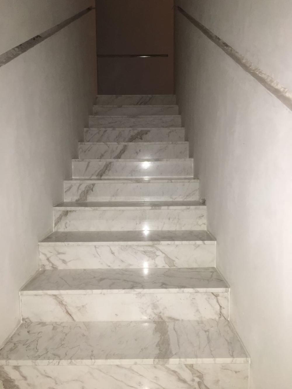 Лестница из греческого мрамора  Volokas