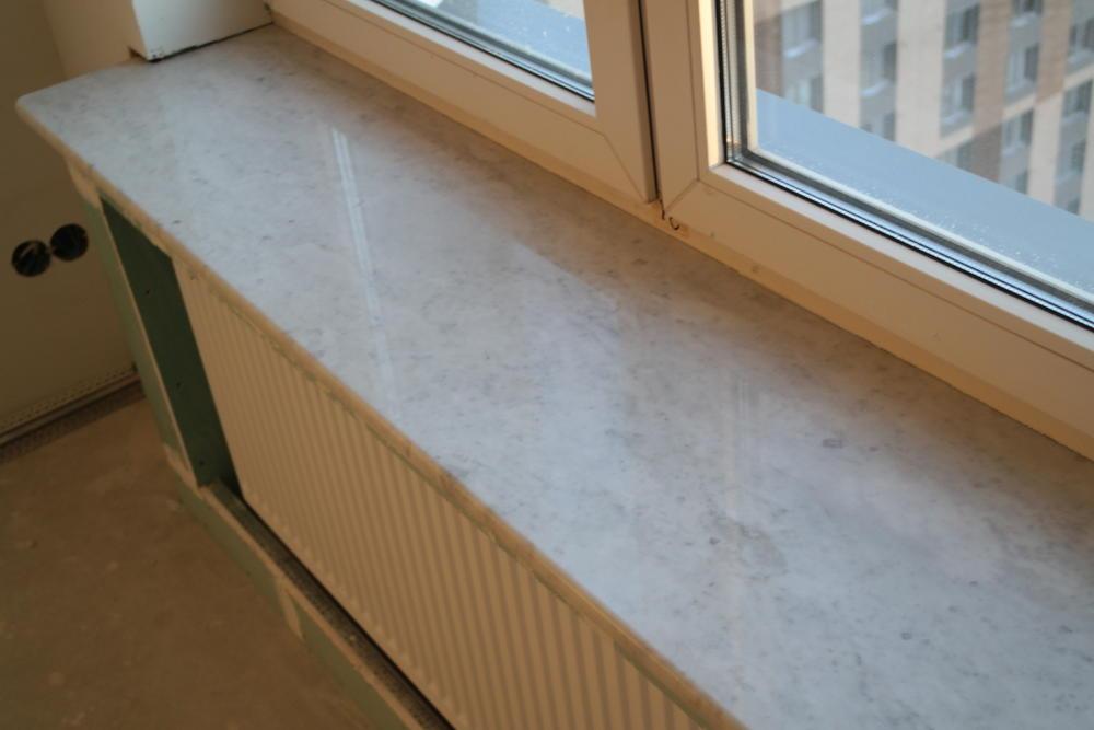Подоконники из мрамора  Breccia Sardo и Bianco Carrara