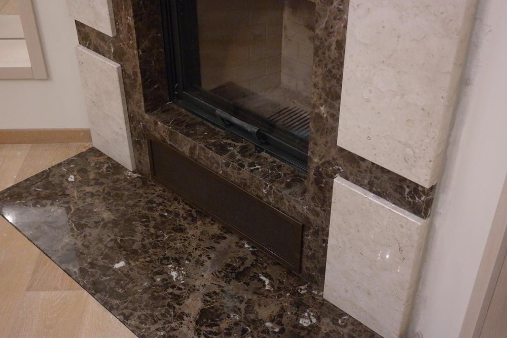 Камин из мрамора Emperador и Breccia Sardo