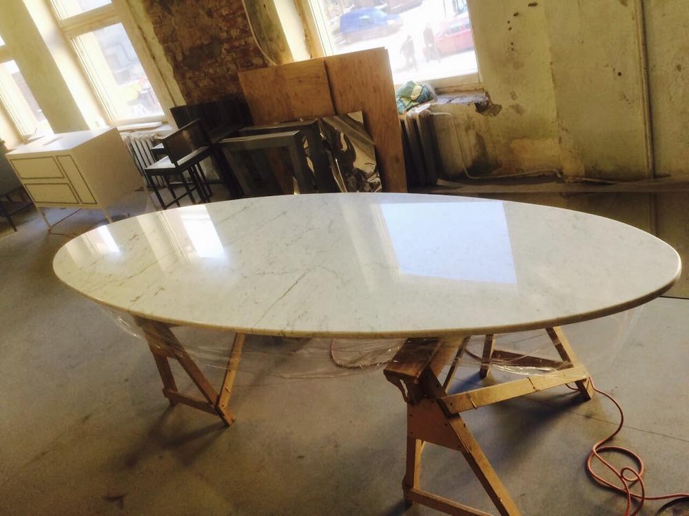 Стол в ресторан из мрамора Bianco Carrara