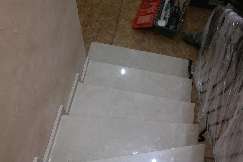 Лестница из мрамора Botticcino Semiclassico