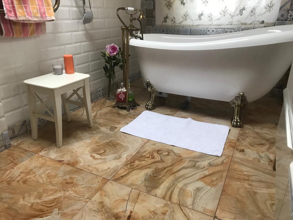 Полы из мрамора Teak Wood в ванную комнату