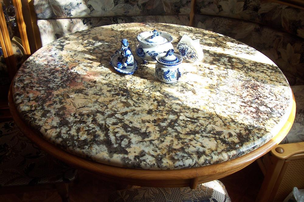 Обеденный стол из бразильского гранита Spring Brasil