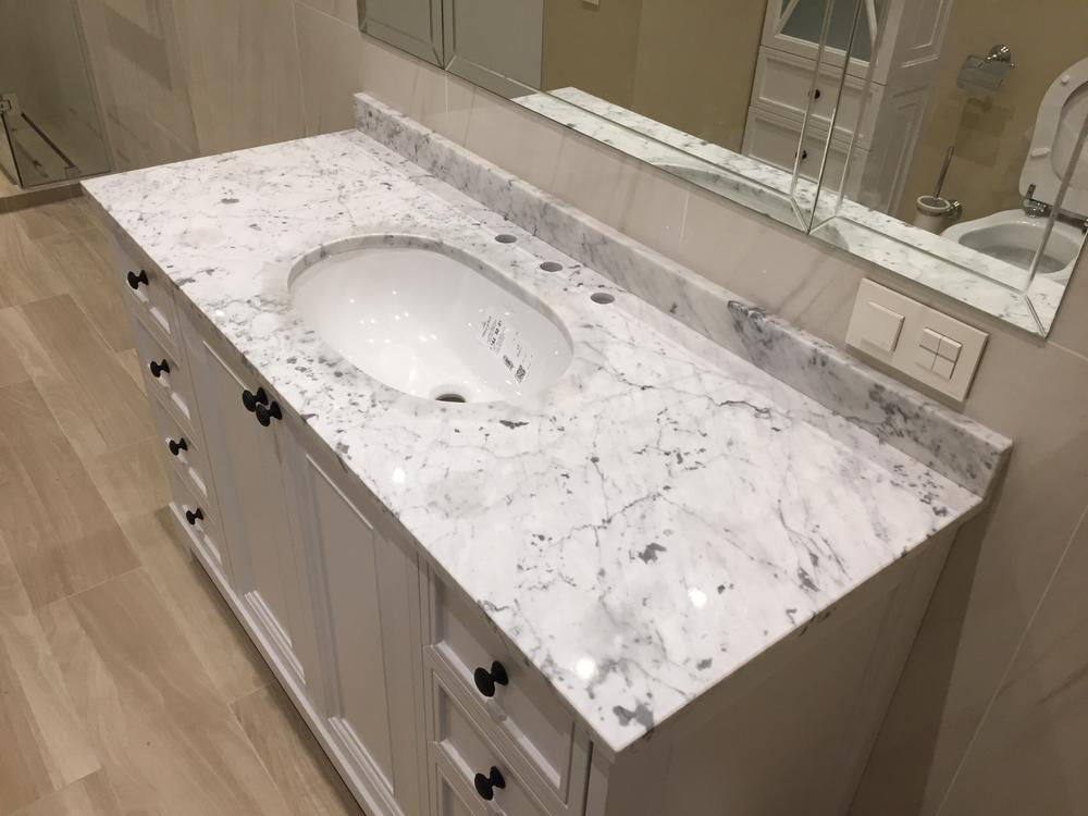 Столешница в ванную из Bianco Carrara