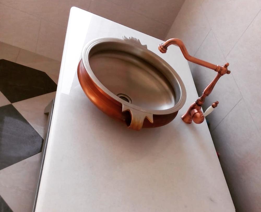 Столешница в ванную из мрамора Crystal White