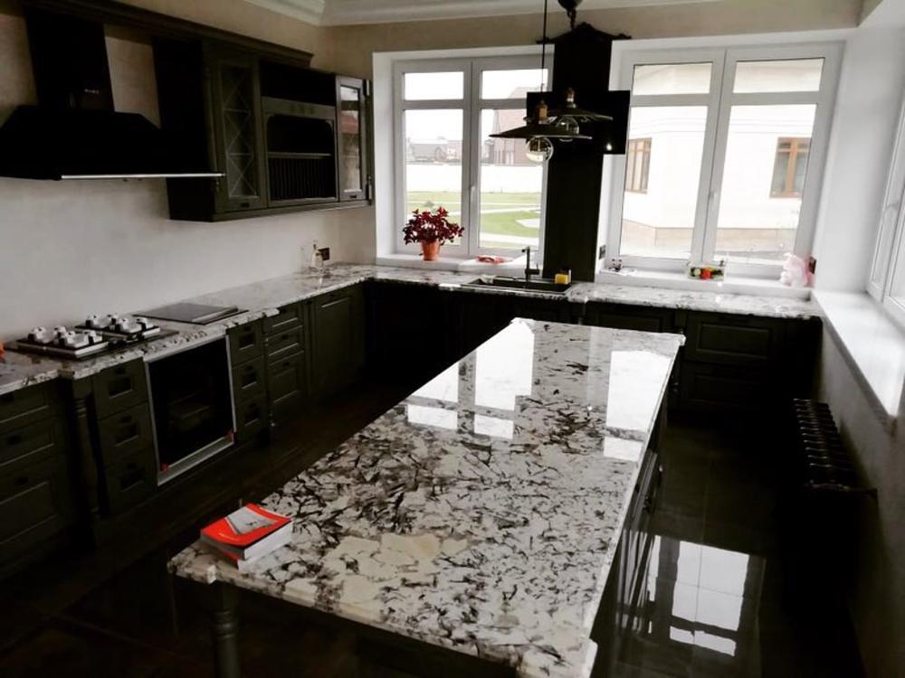 Столешница на кухню из бразильского гранит Delicatus White