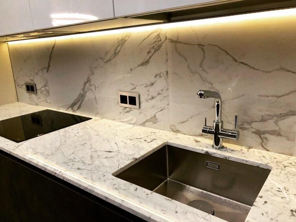 Столешница на кухню из мрамора Bianco Carrara