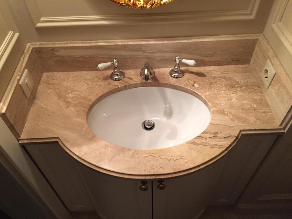 Столешница в ванную из мрамора Breccia Sardo