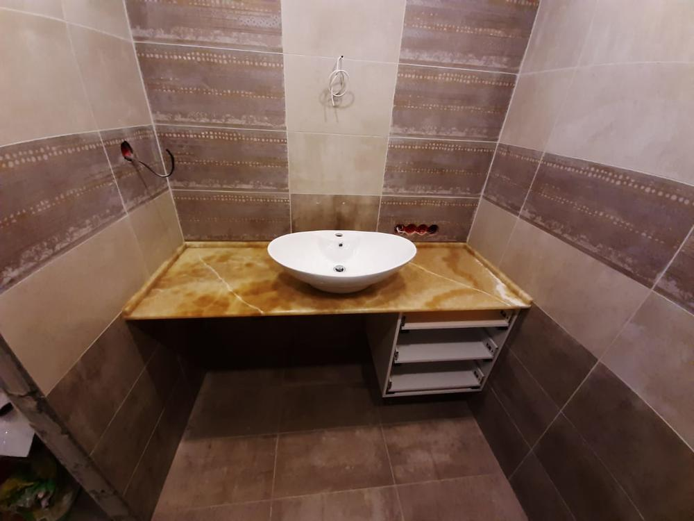 Столешница в ванную из оникса Miele