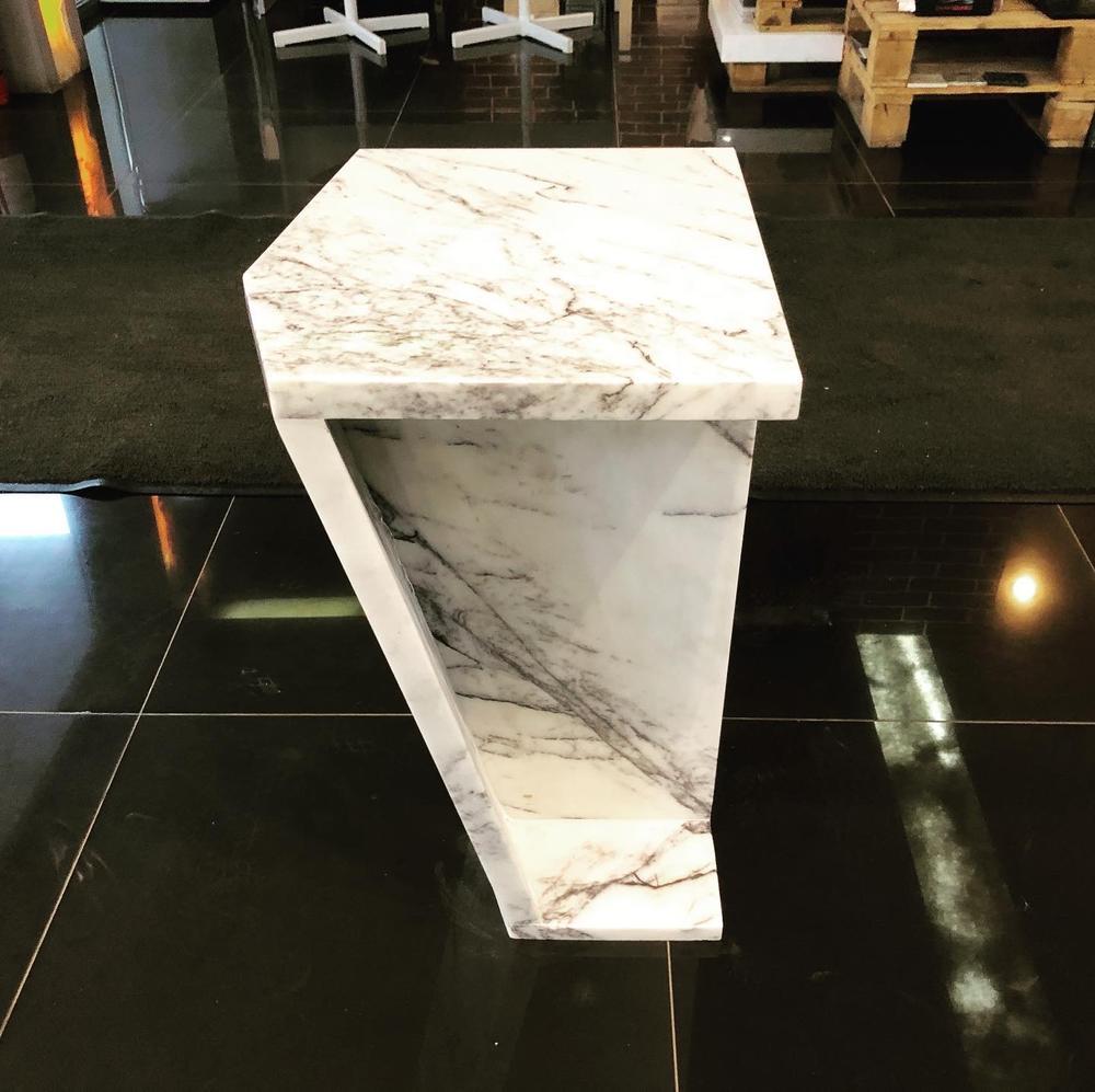 Столик из камня