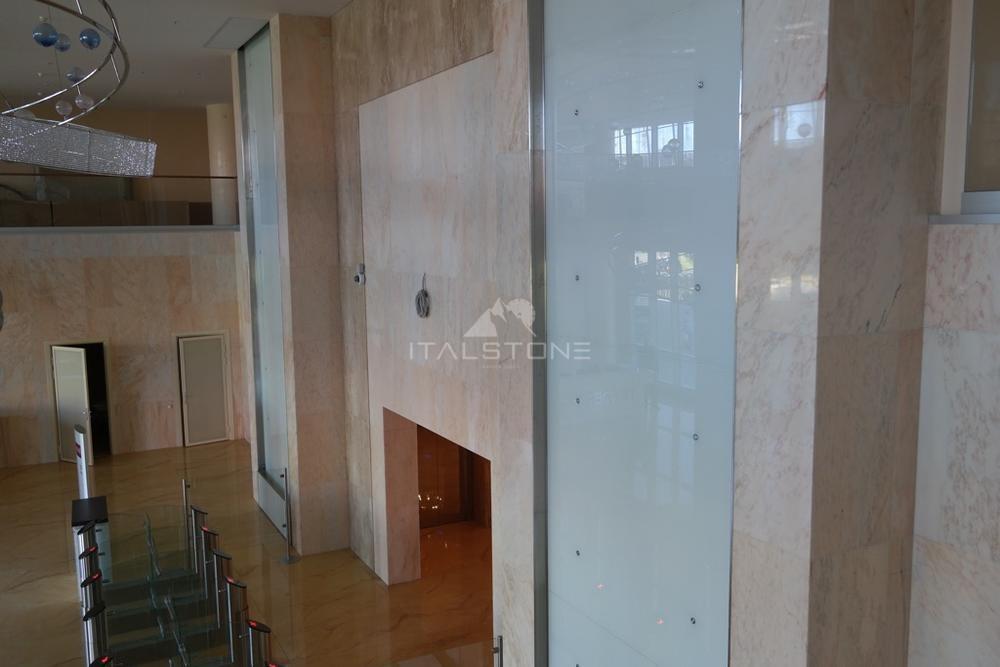 Поставка мрамора для облицовки стен в башню Лидер групп