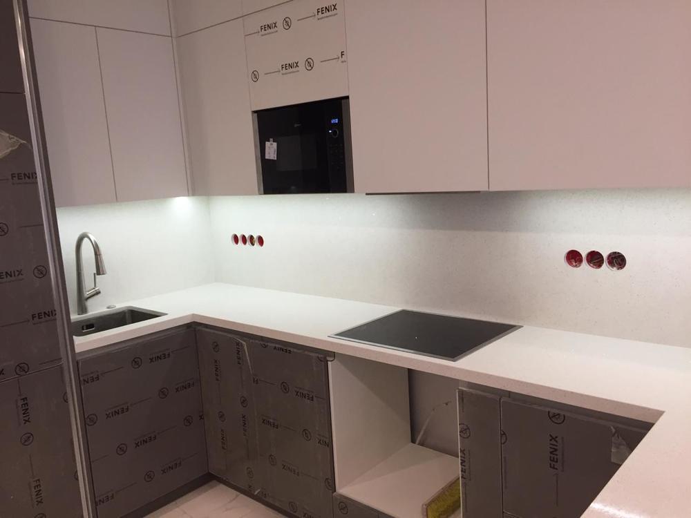 Столешница на кухню из камня Smartquartz White Marble