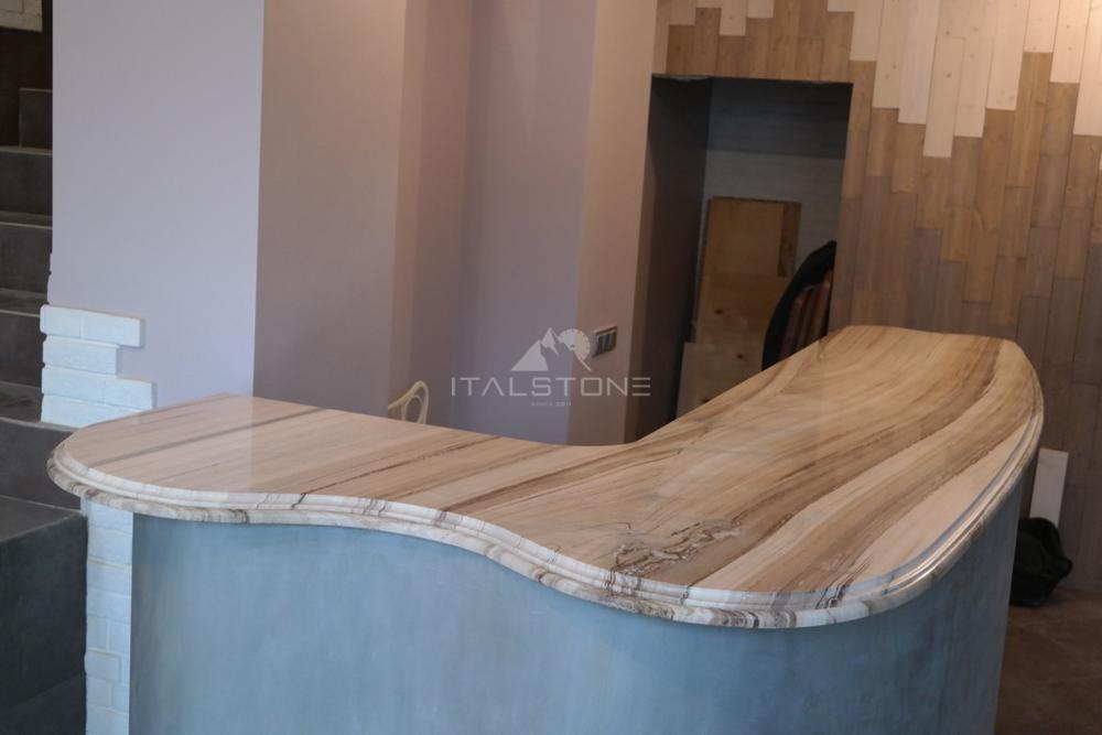 Столешница на ресепшн в салон красоты из итальянского мрамора Pallissandro Tigrato