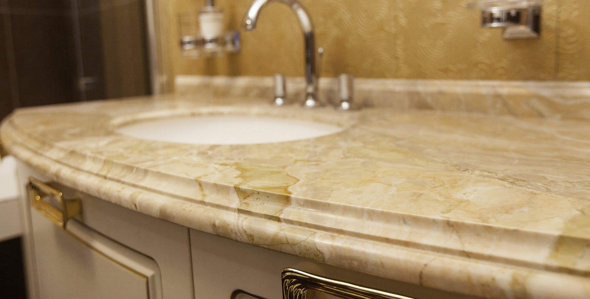 Столешницы из камня в ванную