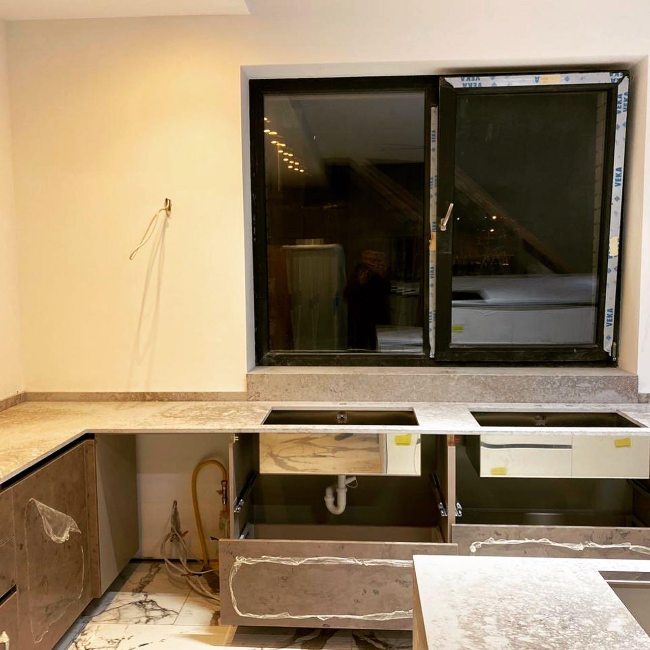 Столешница на кухню из кварцевого агломерата @caesarstoneus excava🏔