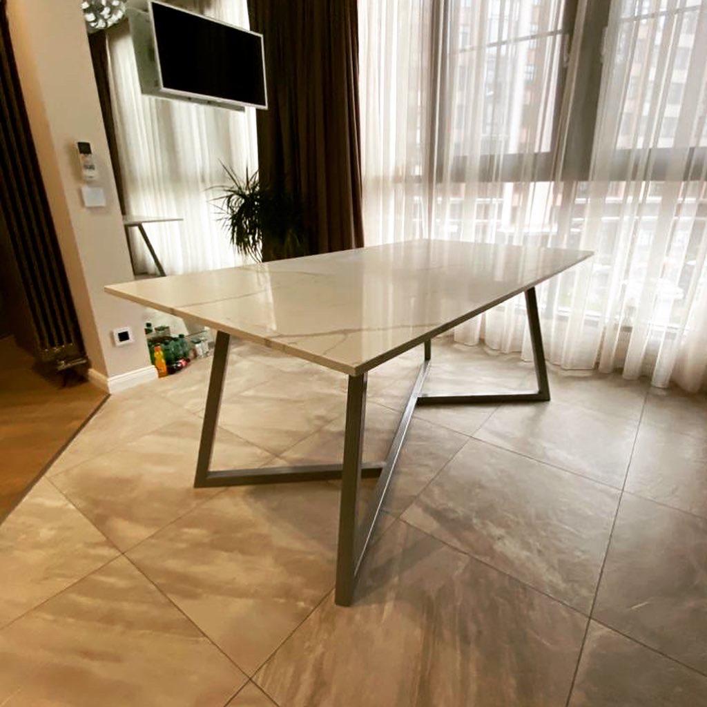 Столешница для обеденного стола из кварцевого агломерата calacatta lunense