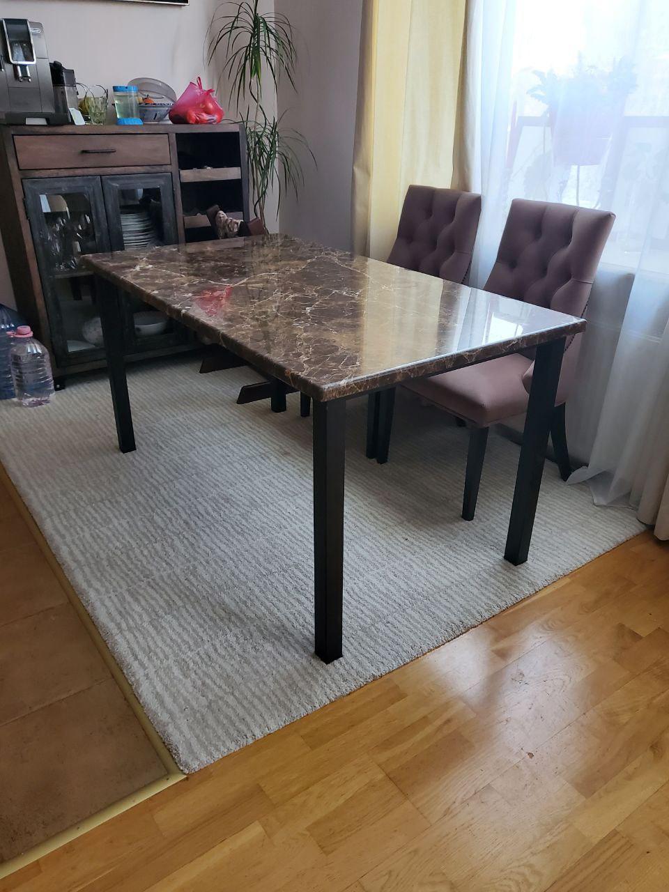 Обеденный стол из мрамора Emperador Extra