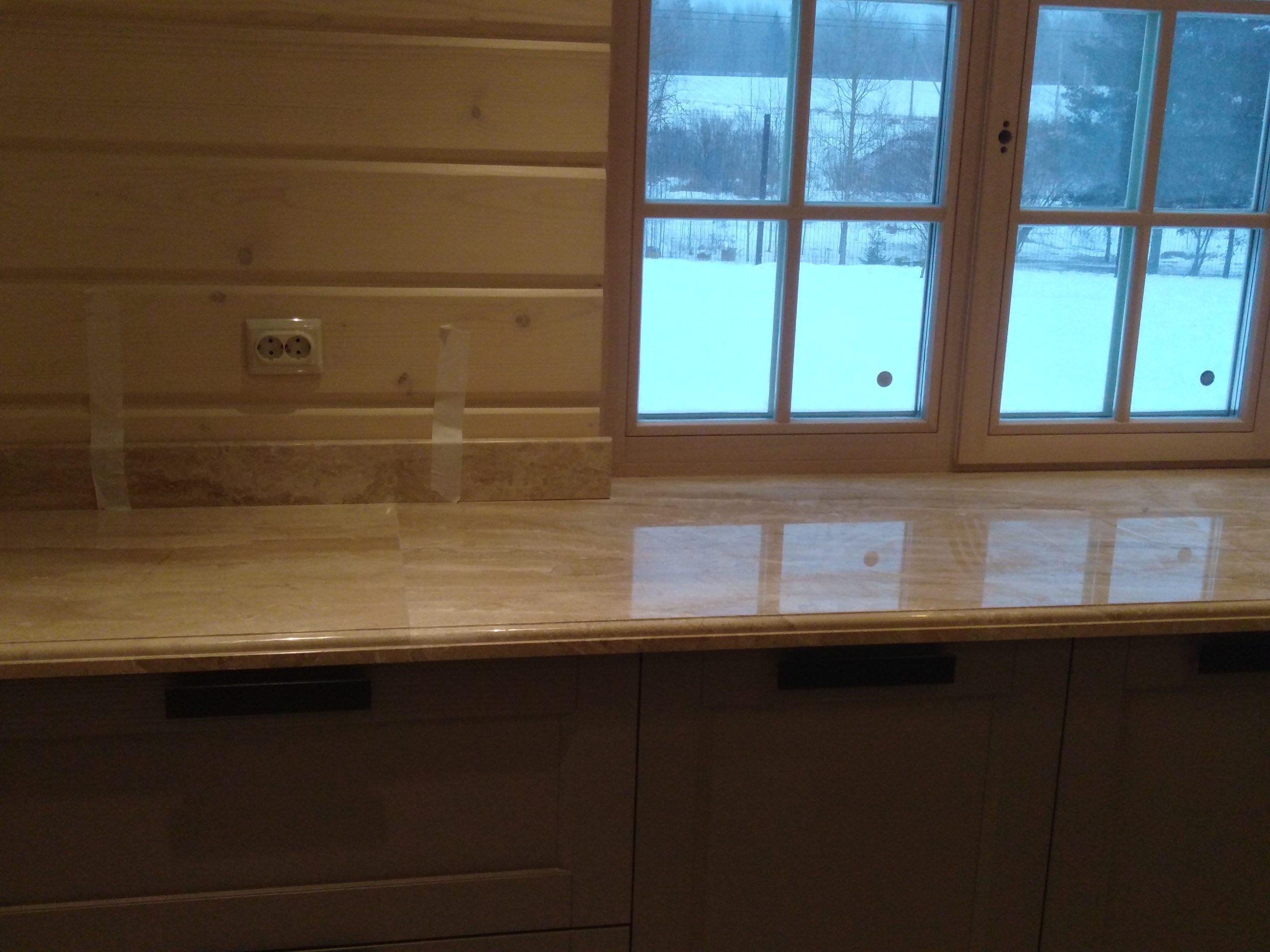 Столешница на кухню из итальянского мрамора Breccia Sardo