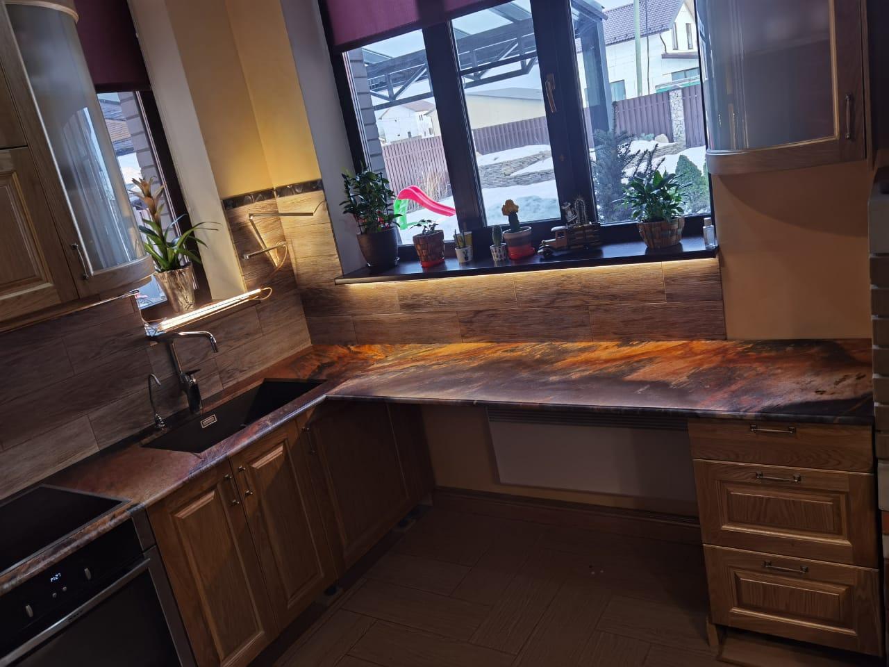 Столешница на кухню из натурального кварцита Jacarta Fantastico