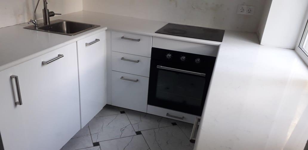 Столешница на кухню из кварцевого агломерата SmartQuartz White Marble
