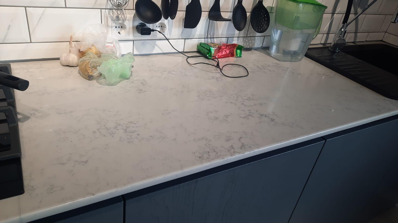 Столешница на кухню из кварцевого агломерата SmartQuartz Carrara White
